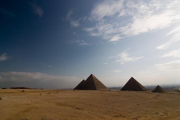 Pyramids || Canon10D/Tokina12-24@12mm | 1/125s | f11 | ISO100 | Tripod